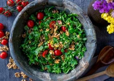 5 Refreshing Spring Salads and Wine Pairings