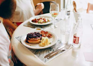 5 Ideas for Pairing Wine with Breakfast, Yes It's a Thing!