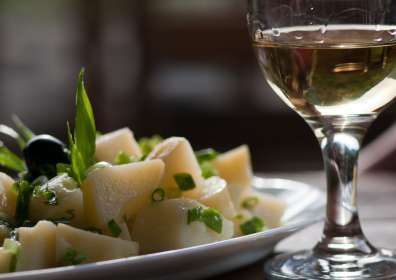 The Ultimate Guide to Pairing Wine with Ethnic Cuisine